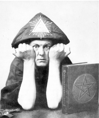 Aleister_Crowley_4.png